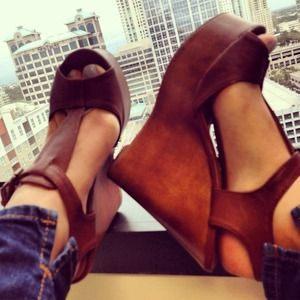 Shoes - Leather cognac wedges
