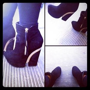✋RESERVED✋Dolce Vita booties