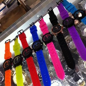 khey's pick Accessories - Fashionably on Time