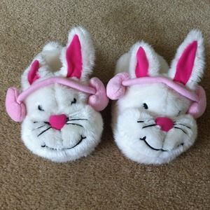 Shoes - NEW Bunny house slippers!!