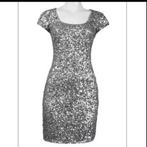 Dresses - Adrianna Pappell sheath sequin dress size 10
