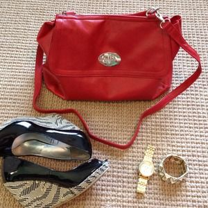 boutique Handbags - 🔴SOLD NWT Red crossbody bag/purse!