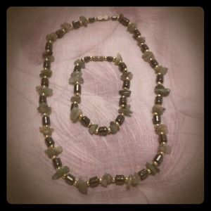 Jewelry - Green stone necklace set