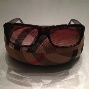 Burberry Accessories - Burberry tortoise shell sunglasses