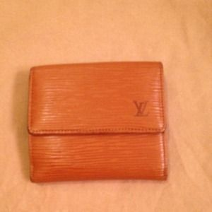 ❤️RESERVED❤️ Louis Vuitton Epi wallet