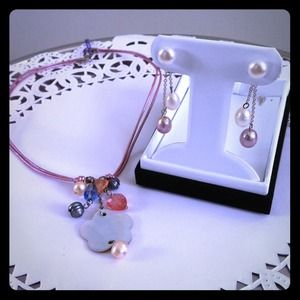 Necklace and pearl earring set