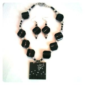 Necklace/earring set black and silver