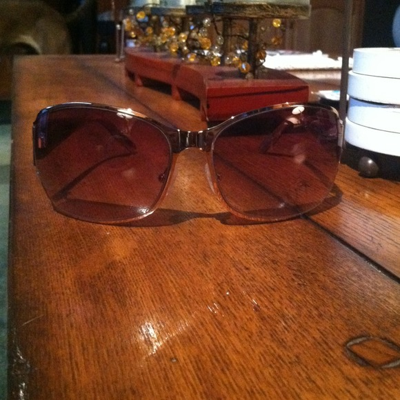 Oscar de la Renta Accessories - will trade- Oscar de la Renta Sunglasses 2