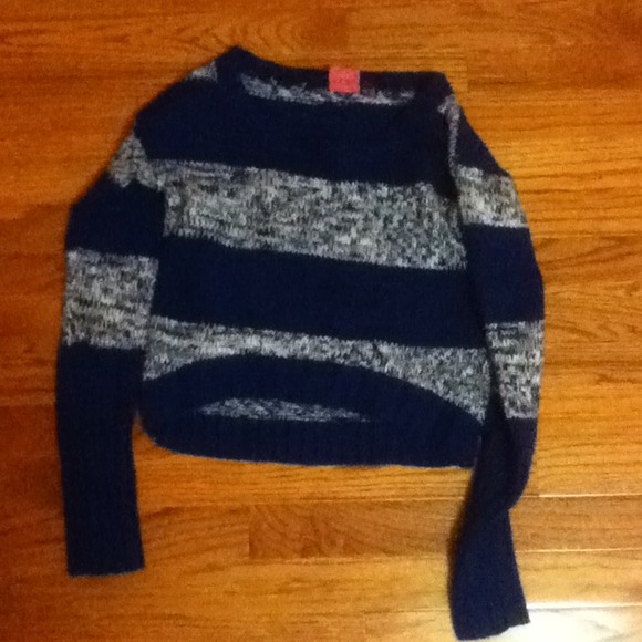 40% off kohl's Sweaters - Cropped blue sweater from Elise's closet ...