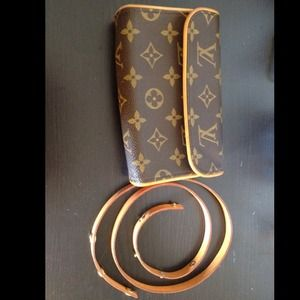 Louis Vuitton Clutches & Wallets - Louis Vuitton Monogram Pochette Florentine Bum