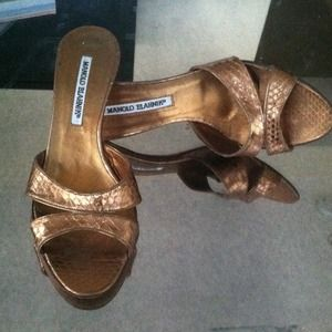 ACCEPTING NEXT FAIR OFFER!!! Manolo Blahnik heels