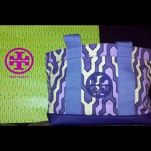 Tory Burch Handbags - PRINTED MINI TORY BEACH TOTE DAKAR C/MEDIUM PURPLE