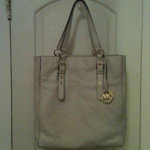 Michael Kors Handbags - Authentic Michael Kors genuine all leather handbag