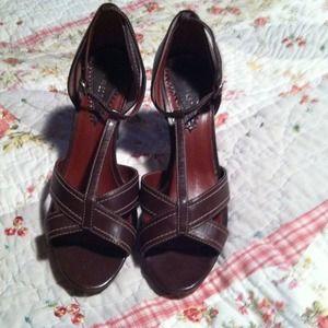 Shoes - Nine West Brown sandals
