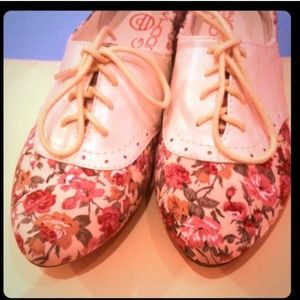 Shoes - Floral Tie-Up Flats !