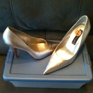 Steve Madden silver metic leather heels