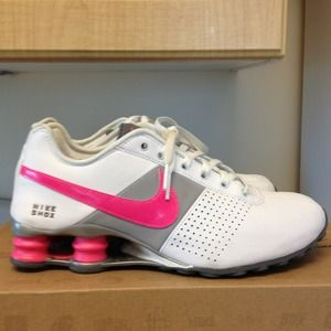 Nike Shoes - Women's Nike Shox
