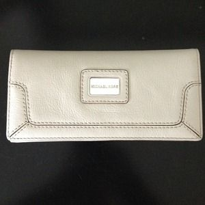 Michael Kors Clutches & Wallets - Michael Kors wallet, never been used.