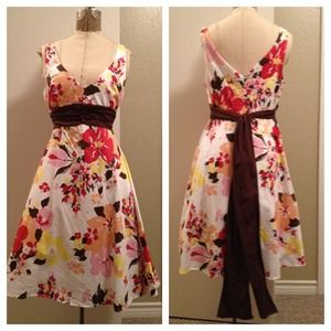 Dresses & Skirts - Spring floral print tie back dress w/button accent