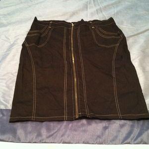 Nwt Black pencil skirt w/ gold threading & zipper