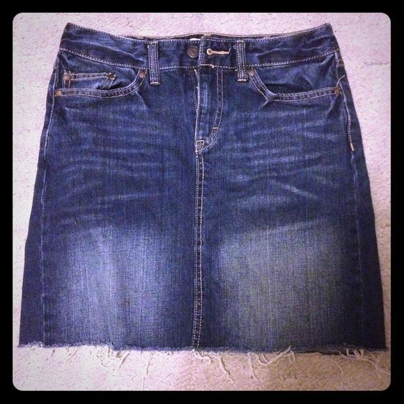 H&M Dresses & Skirts - H&M Denim skirt size 6