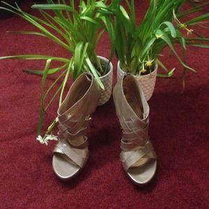 NEW Stuart Weitzman Grey Taupe Patent Heels 10