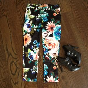 NWOT Floral Cropped Pant