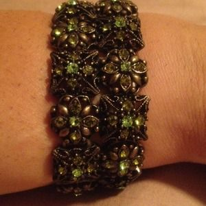 Jewelry - 🔴Reduced🔴Elegant bracelet  with stones
