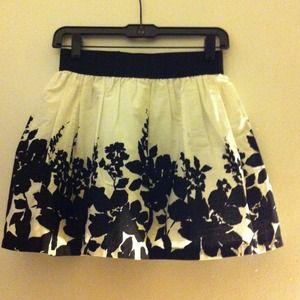 Forever 21 floral skirt. Size S.