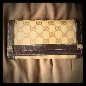Gucci Clutches & Wallets - Gucci Wallet