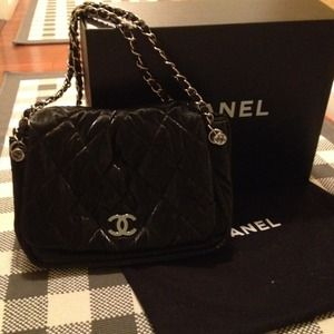 CHANEL Handbags - Chanel classic purse