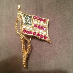 Jewelry - Gold pin