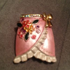 Jewelry - 🅾reduced🅾Pink skirt pin