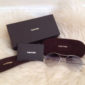 Tom Ford Accessories - 🎀SOLD🎀 Auth Tom Ford Round Sunglasses