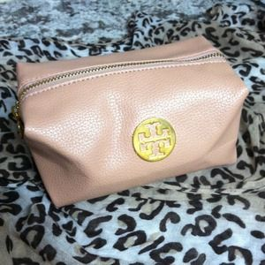 Tory Burch Handbags - Tory Burch makeup bag 💄