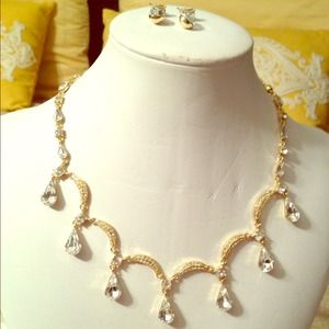 Jewelry - Crystal drop necklace set