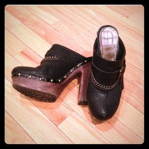 Sam Edelman leather clogs with studs size 6