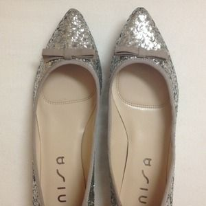 Pointed toe glitter flats