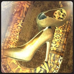 Sam Edelman Shoes - 💢reduced!💢 Sexy Gold Heels