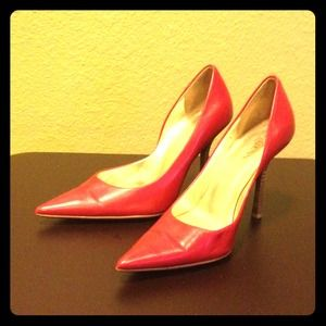 Guess Shoes - Red GUESS pumps