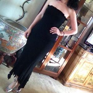 Dresses & Skirts - Ruffle edge black cocktail dress