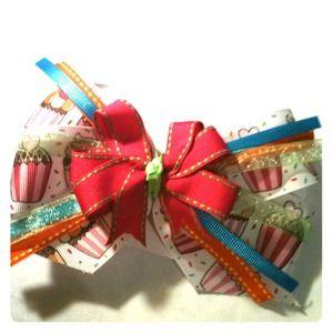 Cupcake bow!