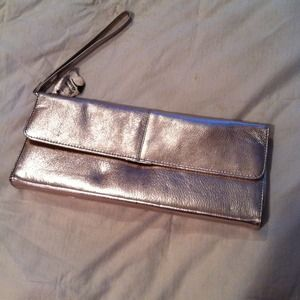 🎉SALE🎉 Gold evening clutch with wristlet handle