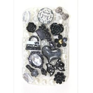 Accessories - Black Anna Sui Blackberry Bold 9900 Case