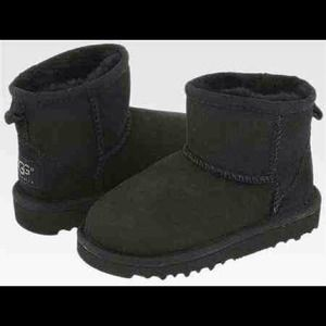 UGG Boots - ✖Reserved✖New Black Short UGG boots🎀