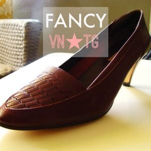 Shoes - ✨Vintage✨Brown Woven Loafer