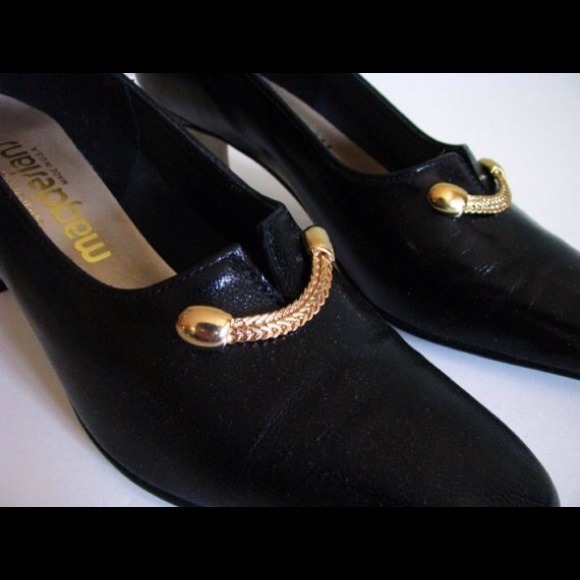 Shoes - ✨Vintage✨ Black Loafer with Chains