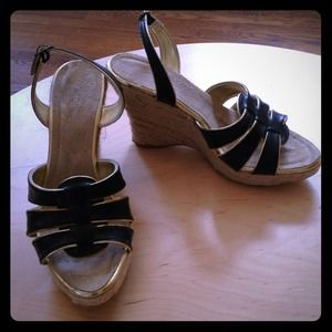Forever 21 Shoes - NWT Forever21 Black with gold trim Sandals size 6