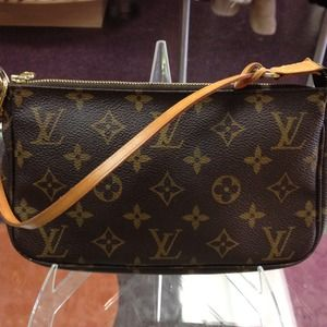 Louis Vuitton Handbags - AUTH Louis Vuitton Pochette bag