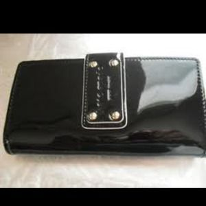 Kate spade Stacy wallet black paten